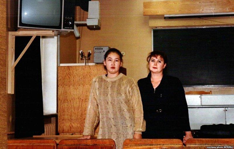 Вице-мэр Бишкека Айгуль Рыскулова (слева) в молодости
