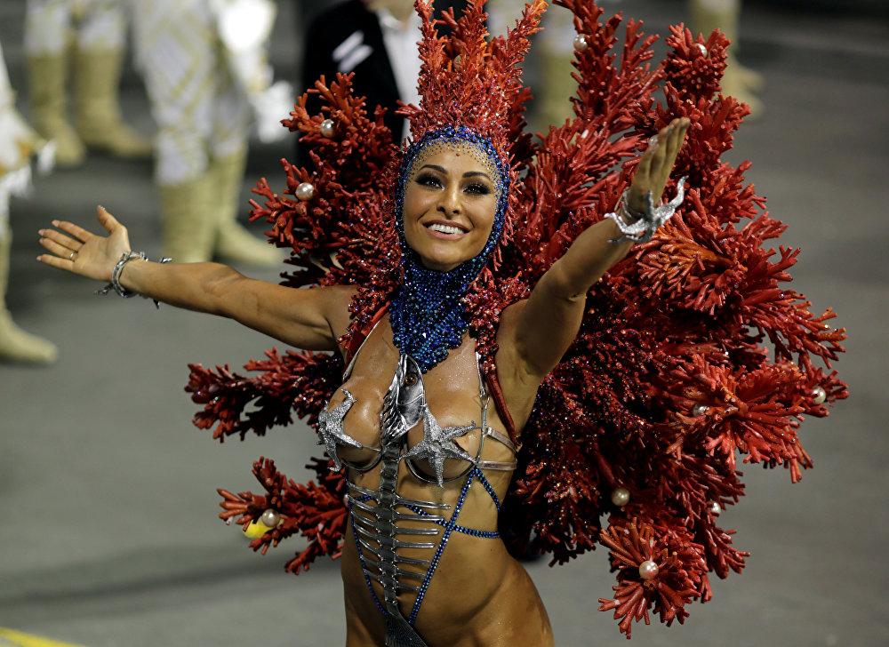 video-samiy-otkrovenniy-brazilskiy-karnaval-trusah