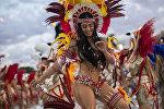 Ежегодный карнавал представителейй танцевальных школ Бразилии