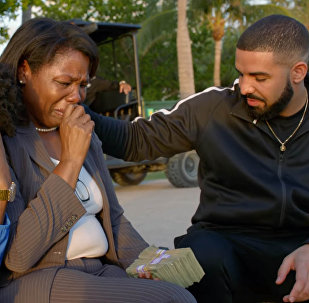 Рэпер Drake раздал народу миллион долларов — видео