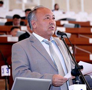Архивное фото экс-депутата Жогорку Кенеша от фракции СДПК Жусупали Исаева во время заседания