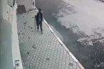 Дагестандагы атылган мылтыктын, бөкчөңдөп чуркаган кемпирдин видеосу