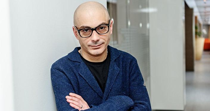 Российский политолог и публицист Армен Гаспарян в библиотеке