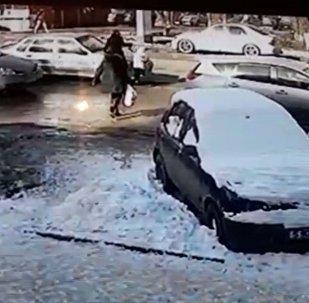 Маленькую девочку сбили в Бишкеке — момент наезда попал на видео