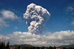 Индонезиядагы Суматра аралында Синабунг вулканынын атылышы