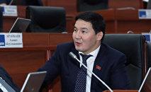 Архивное фото депутата ЖК 6 созыва Асылбека уулу Дамирбека от фракции Кыргызстан во время заседания
