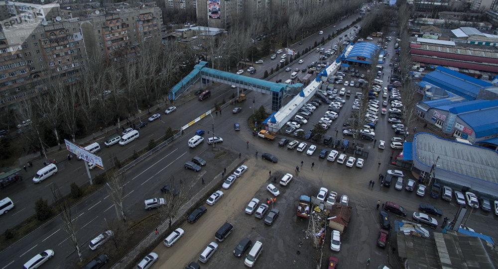 Бишкектеги автоунаалар. Архивдик сүрөт