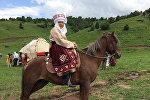 Кыргыз калпагы муундан-муунга ишканасынын жетекчиси Клара Асанкулованын архивдик сүрөтү