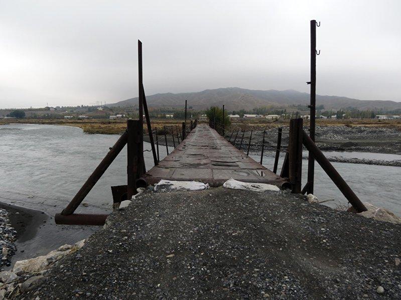 Утлый мостик по реке Сох в  анклаве Чон-Гара