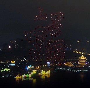 Китайцы запустили 300 светящихся дронов — красивое видео