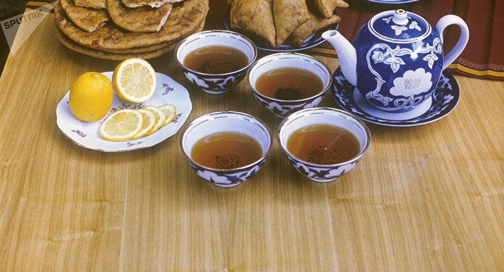 Лимон кошулган чай. Архивдик сүрөт