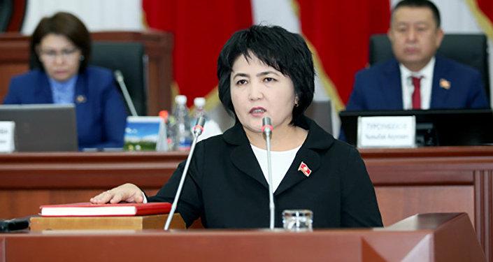 Депутат ЖК от фракции СДПК Айнура Осмонова