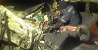 На автотрассе Бишкек — Ош столкнулись автокран и машина марки Hyundai Avante