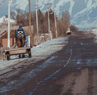 Кемин районундагы Кызыл-Байрак айылыныен башкы жолу