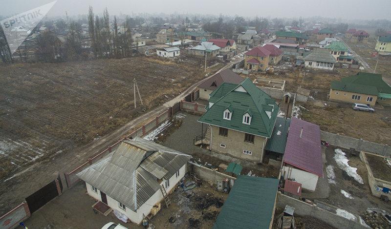 Вид на село Ак-Жол по дороге в аэропорт Манас