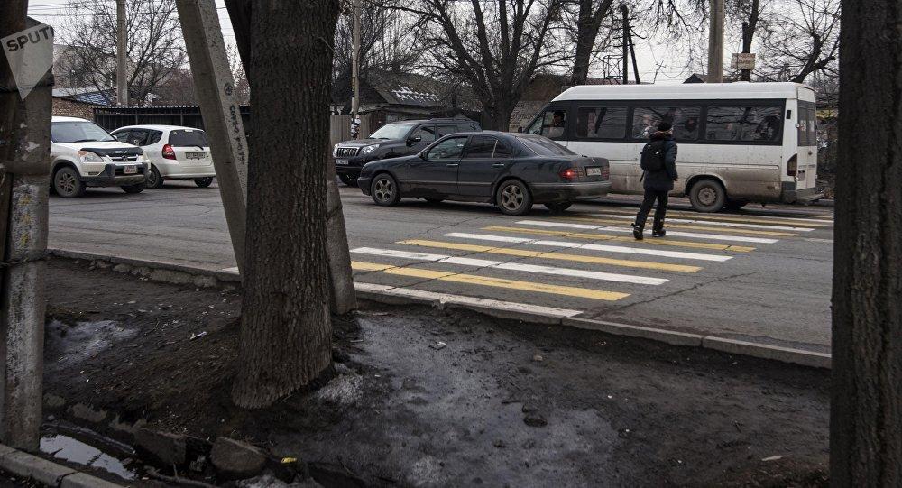 Пешеходный переход через улицу Элебесова (бывшая Советская). Архивное фото