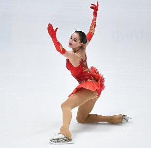 Кышкы Олимпиадада көркөмдөп муз тебүү боюнча россиялык Алина Загитова алтын медалга ээ болду