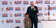 Эрдоган утешил плачущую девочку, пообещав ей похороны с почестями