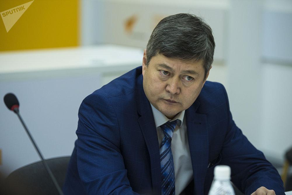 Заместитель директора Департамента лекарственного обеспечения Министерства здравоохранения Руслан Акматов