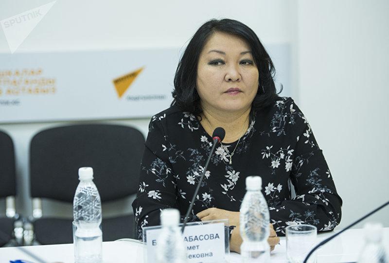 Консультант по доказательной медицине Министерства здравоохранения Бермет Барыктабасова в ходе круглого стола на тему коррупции в сфере лекарственного обеспечения в мультимедийном пресс-центре Sputnik Кыргызстан