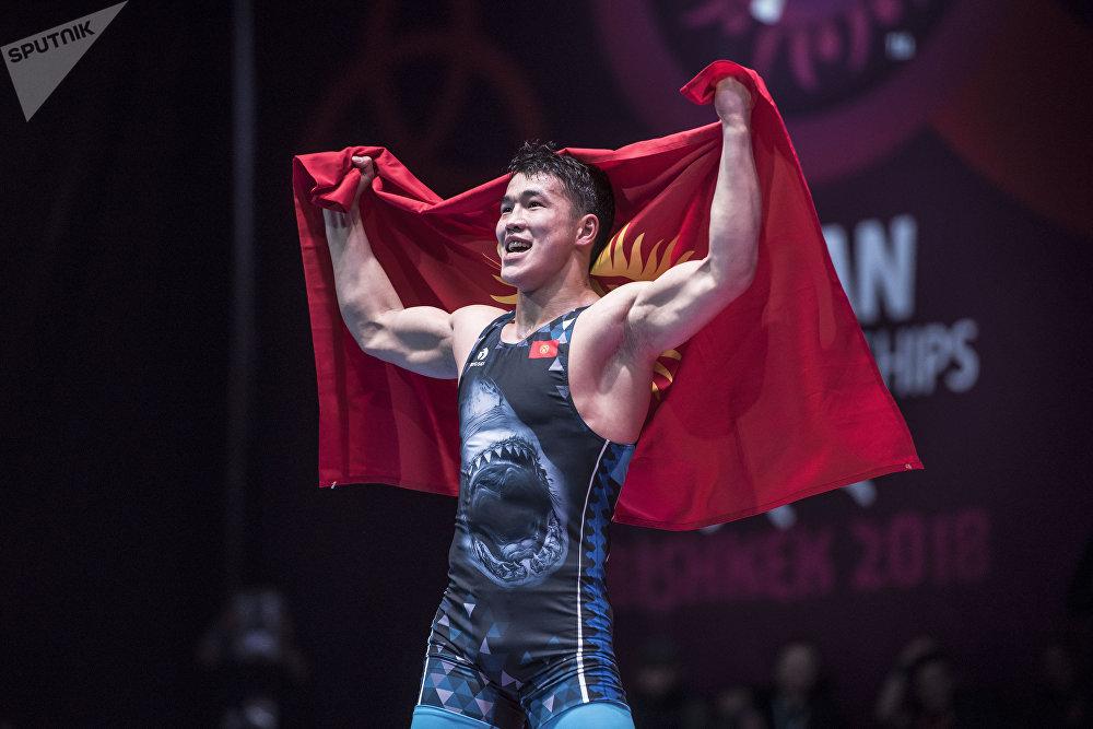 Кыргызстанский борец греко-римского стиля Акжол Махмудов выиграл золотую медаль на чемпионате Азии, одолев в финале казахстанца Демеу Жадраева. Турнир проходил в Бишкеке. Этот поединок признан лучшим в 2018 году.