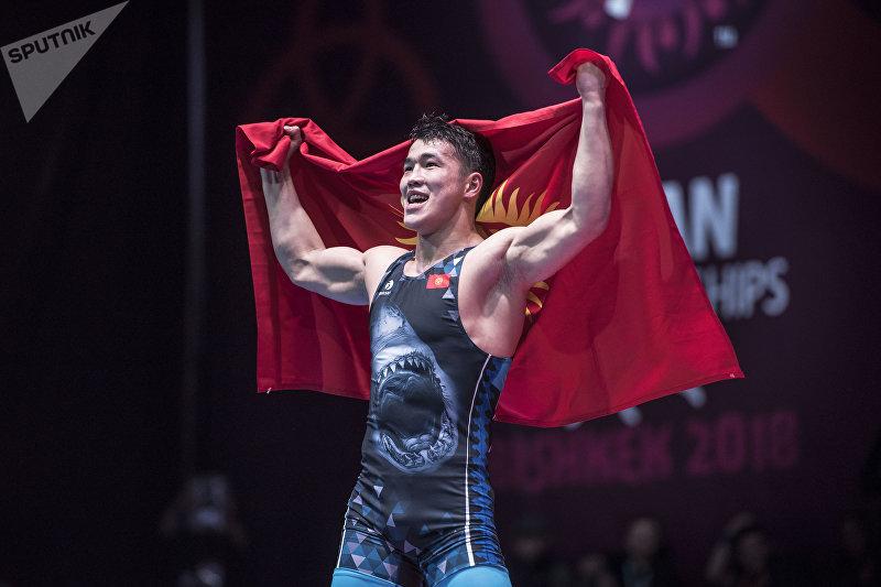 Кыргызстанский борец греко-римского стиля Акжол Махмудов выиграл золотую медаль на чемпионате Азии, одолев в финале казахстанца Демеу Жадраева