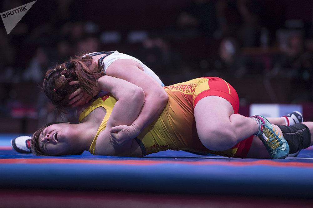 Айпери Медет кызы (76 кг) япониялык атаандашы Еунжу Хвангга туруштук берип жаткан кези. Тилекке каршы, коло байге атаандашына ооп кетти