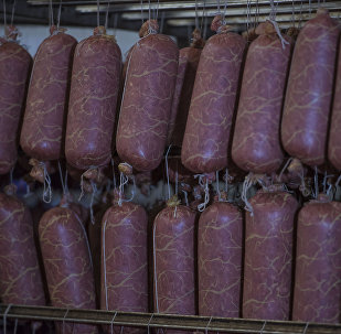 Колбаса продукциясы. Архивдик сүрөт
