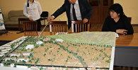 Маданият, маалымат жана туризм министри Султан Жумагулов Ош шаарындагы Сулайман-Тоонун айланасына курула турган этно-шаарчанын макети жана ага даярдалган видеороликти жактырды