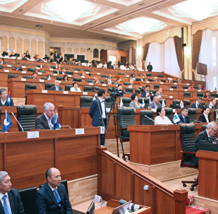 Депутаты на заседании Жогорку кенеш. Архивное фото