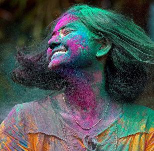 Фестиваль красок Холи в Идии