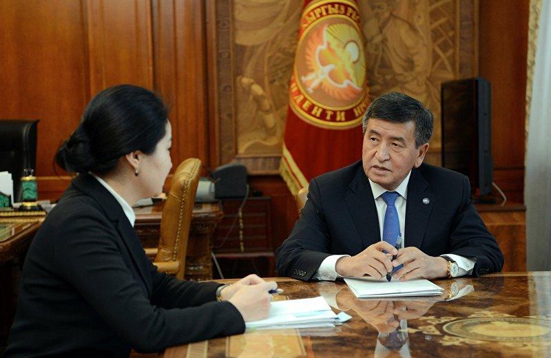 Президент Кыргызской Республики Сооронбай Жээнбеков принял Генерального прокурора страны Индиру Джолдубаеву. 5 декабря 2017 года