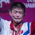 Жеңиш! Алтын медаль тагынган түндүк кореялык балбан сүйүнүчтөн көзүнөн мөлтүрөп жаш акты