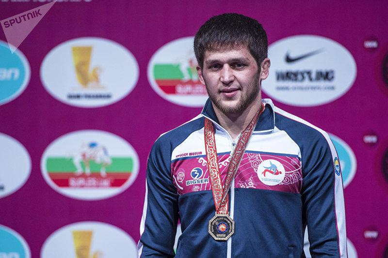 Кыргызстанский борец вольного стиля Муслим Евлоев стал чемпионом Азии в весовой категории до 74 килограммов, проходившим во Дворце спорта в Бишкеке.