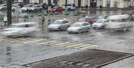 Движение автомобилей на проспекте Чуй в Бишкеке. Архивное фото