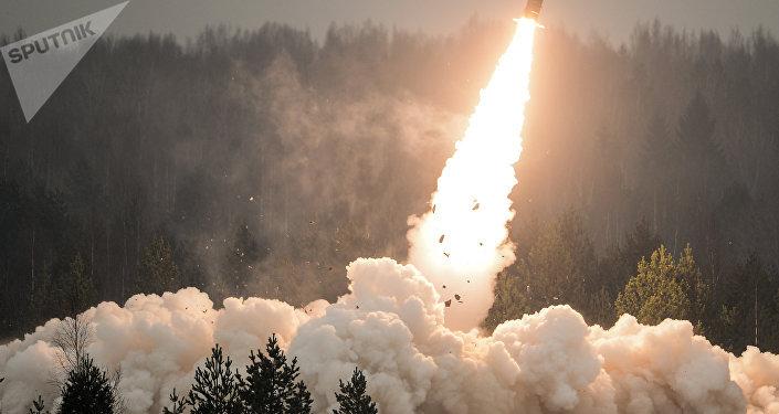 Запуск ракеты на учениях. Архивное фото