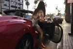 Ак калпак или Ferrari — на что клюнет девушка? Смешное видео из США