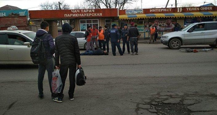 Маевка айылында бүгүн саат 11.30дар чамасында велосипедчен адамды ЗИЛ коюп кеткенин Sputnik Кыргызстан агенттигине күбө билдирди