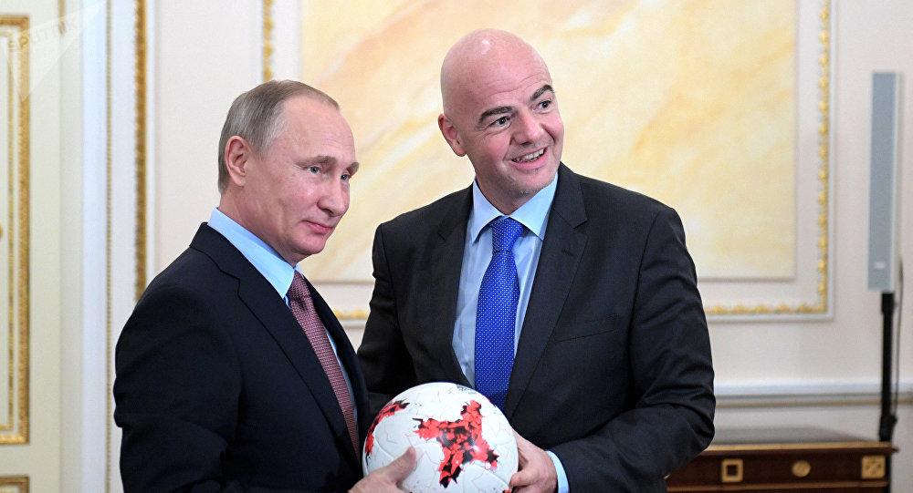 Президент РФ Владимир Путин и президент ФИФА Джанни Инфантино во время встречи в Кремле. Архивное фото