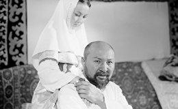 Атактуу актер Совет Жумадылов менен казак актрисасы Гүлжамал Батыргалиевнын сүрөтү 1968-жылы тартылган