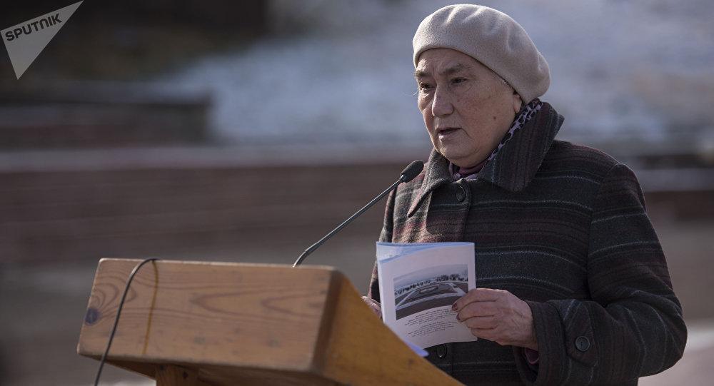 Төрөкүл Айматовдун кызы, профессор Роза Айтматова. Архив