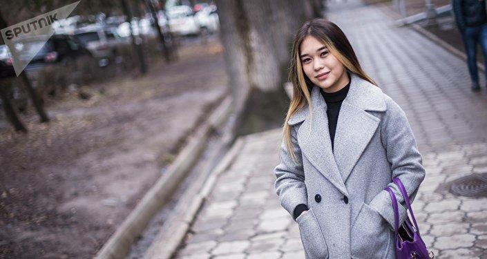 18-летняя студентка музыкального училища Мэлани Сариева