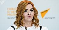 Руководитель Института молодых демократов Азербайджана Егяна Гаджиева во время беседы на радио Sputnik