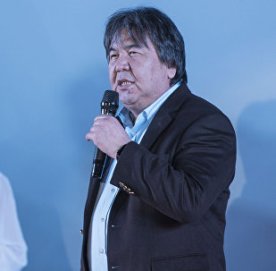 Бүгүн белгилүү режиссер, сценарист Садык Шер-Нияздын архивдик сүрөтү