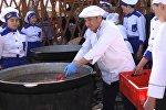 Как готовятся к приготовлению тонны бешбарка в Бишкеке? Видео