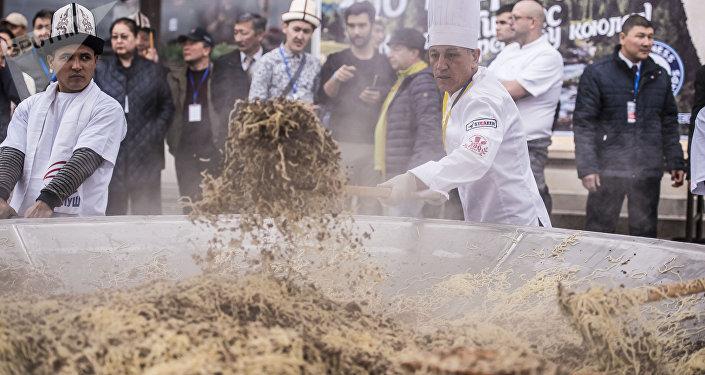 Бишкекте даярдалган бир тонна бешбармак