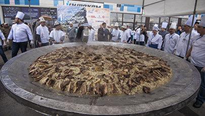 Приготовление полторы тонны бешбармака в Бишкеке