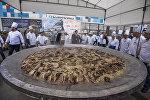 Приготовленный активистами полторы тонны бешбармака в Бишкеке