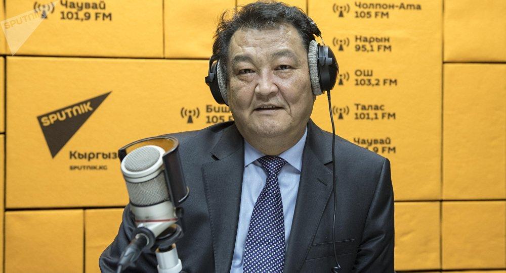 Саламаттык сактоо министри Талантбек Батыралиевдин архивдик сүрөтү