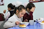 Вопрос горячего питания в школе. Архивное фото